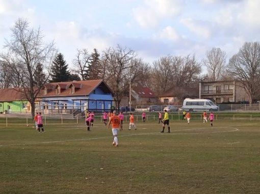 Labdarúgás - Felnőtt csapatunk hazai döntetlent ért el
